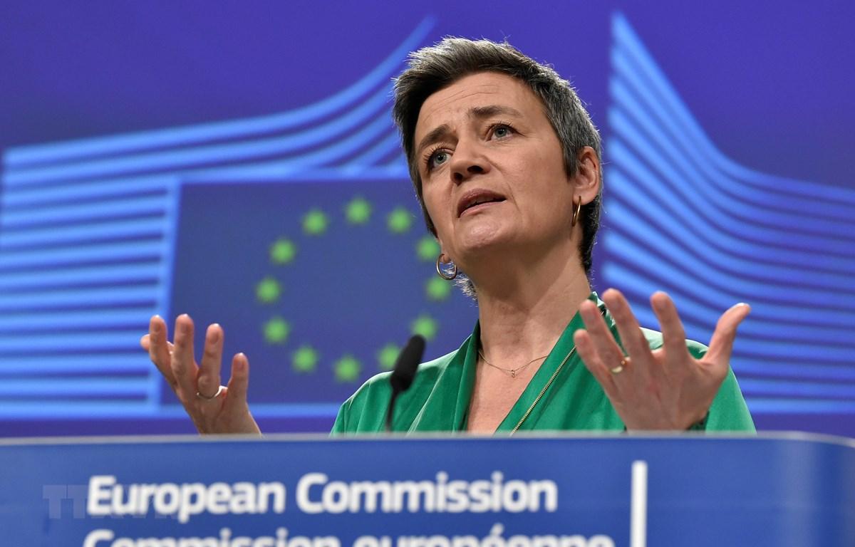 Phó Chủ tịch Ủy ban châu Âu (EC) Margrethe Vestager phát biểu với báo giới tại Brussels, Bỉ, ngày 13/3/2020. (Ảnh: AFP/TTXVN)