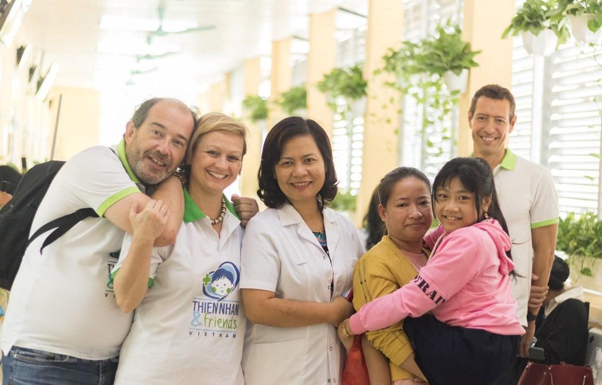 Bác sỹ William Amighetti trong một dự án tại Việt Nam tháng 11/2019. (Ảnh do nhân vật cung cấp)