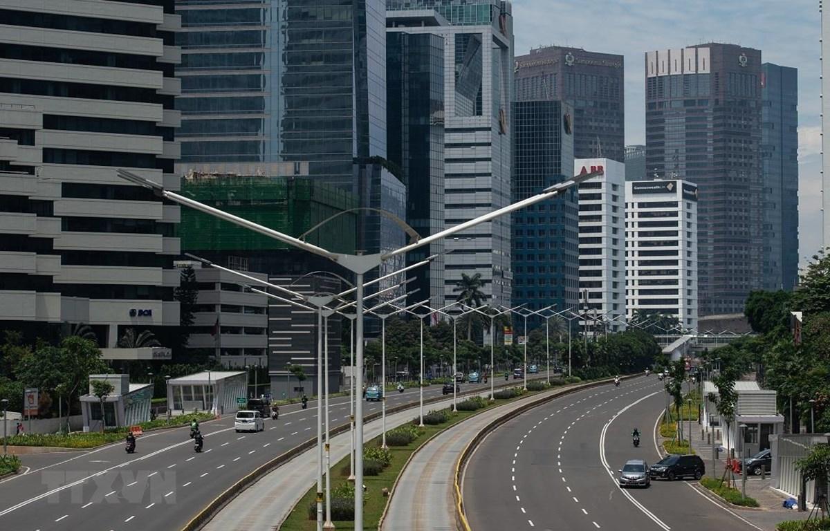 Nền kinh tế Indonesia bị tác động mạnh bởi dịch COVID-19. (Ảnh: THX/TTXVN)