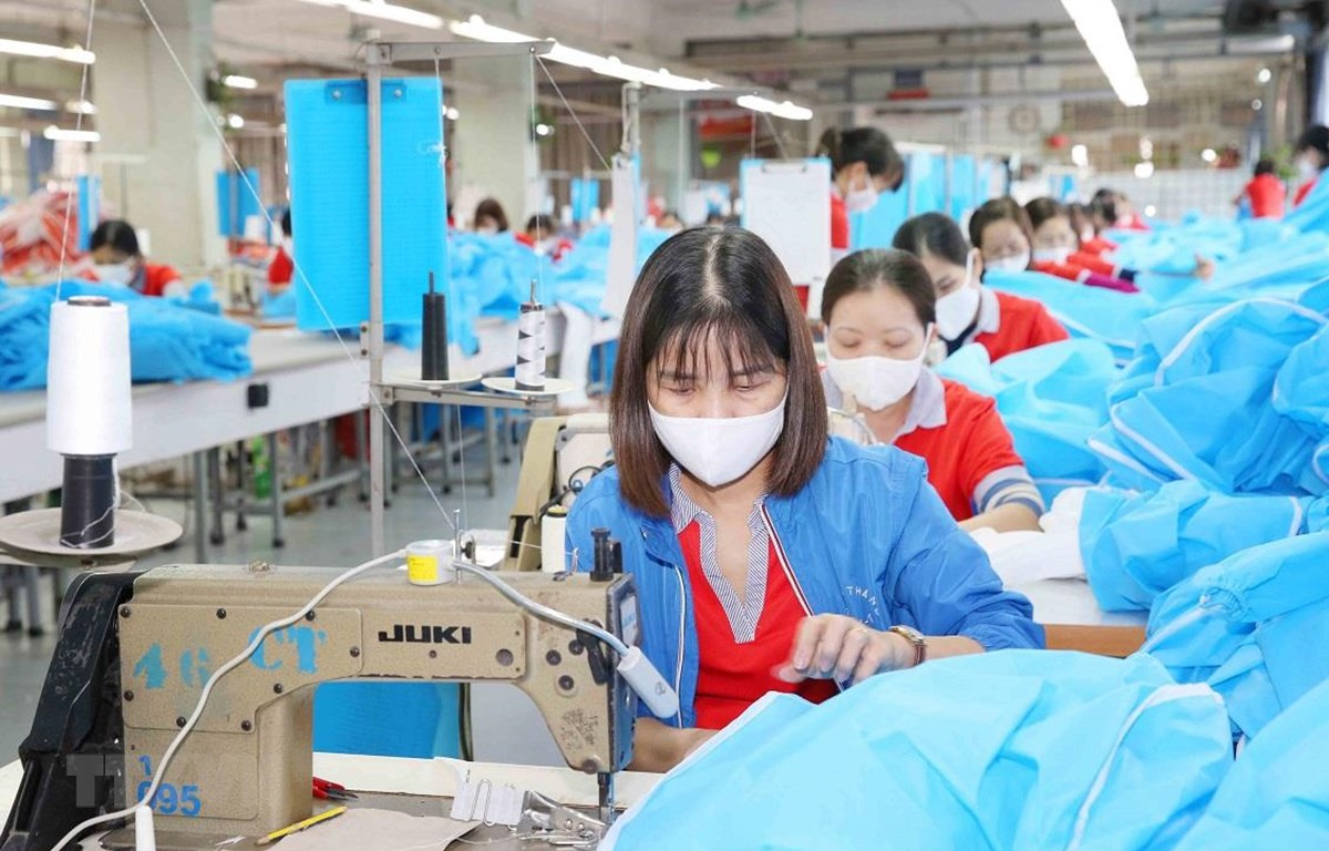 Sợi PFY được sử dụng để dệt các loại vải dùng trong ngành may mặc. (Ảnh: Phương Hoa/TTXVN)