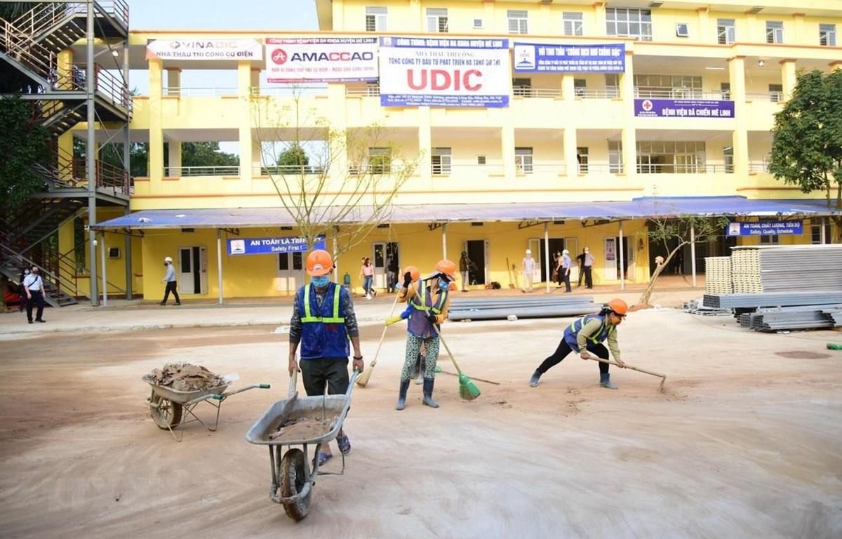 Bệnh viện dã chiến chống dịch Covid-19 tại thôn Nội Đồng, xã Đại Thịnh, Mê Linh, Hà Nội. (Ảnh: TTXVN)