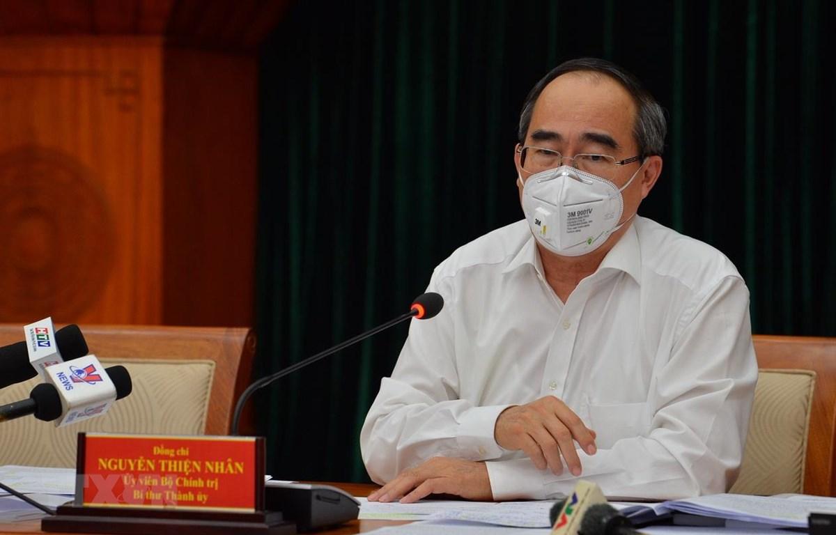 Bí thư Thành ủy Thành phố Hồ Chí Minh Nguyễn Thiện Nhân chủ trì cuộc họp tại điểm cầu Thành ủy. (Ảnh: TTXVN phát)