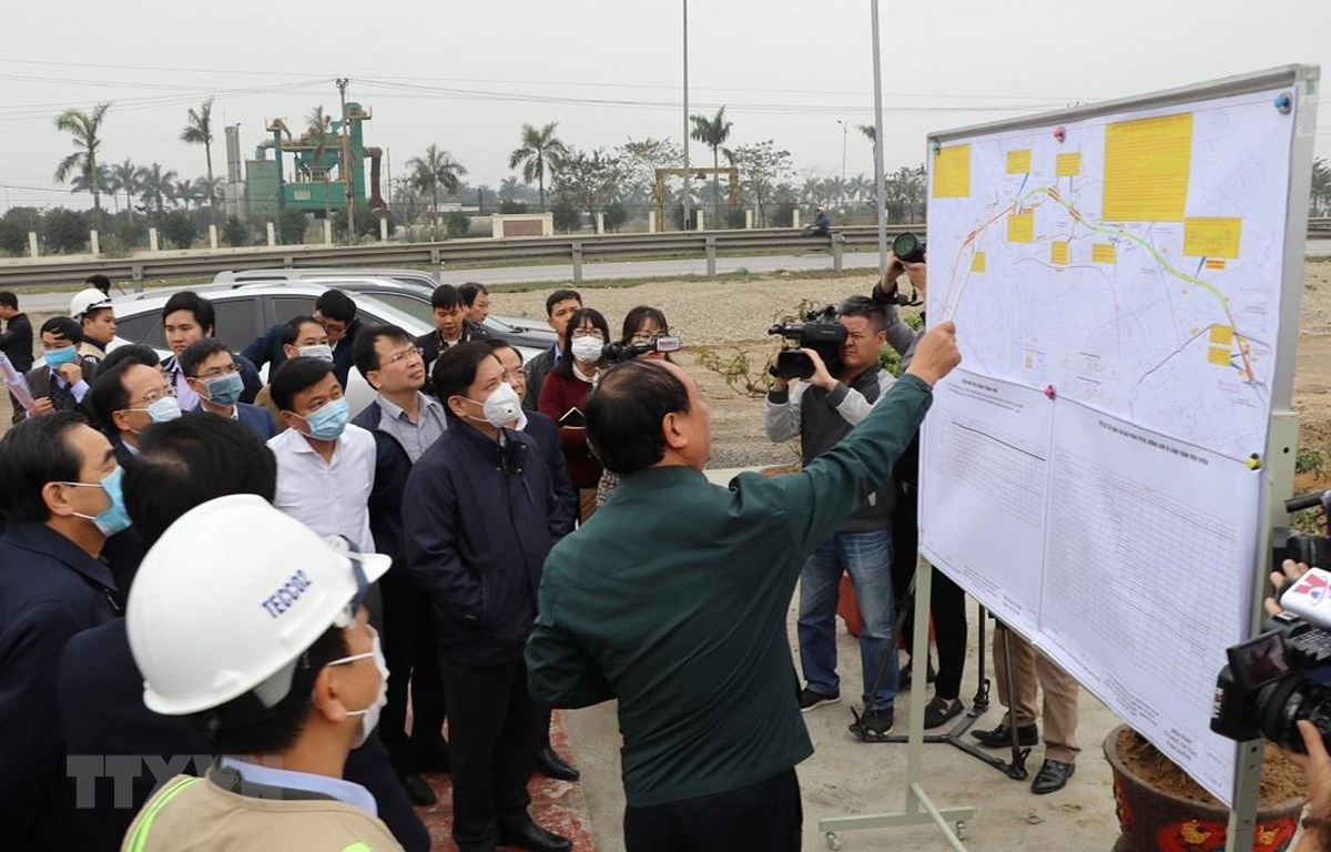 Bộ trưởng Nguyễn Văn Thể làm việc với tỉnh Ninh Bình về tình hình triển khai dự án cao tốc Bắc-Nam. (Ảnh: Đức Phương/TTXVN)