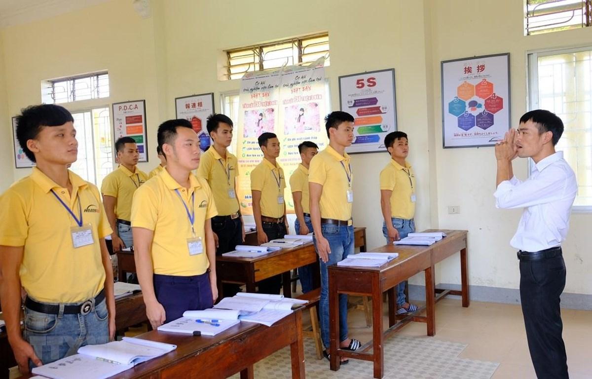 Một lớp học kỹ năng cho người lao động trước khi đi làm việc tại nước ngoài. (Ảnh: Bích Huệ/TTXVN)