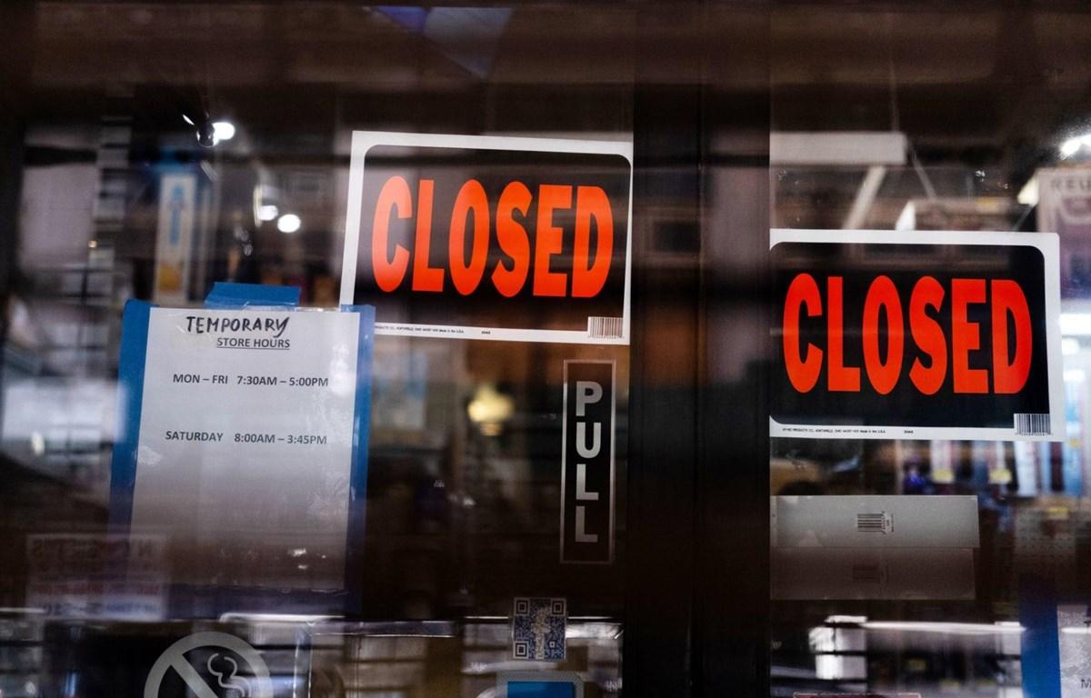 Một cửa hàng phải đóng cửa vì đại dịch COVID-19. (Nguồn: Reuters)