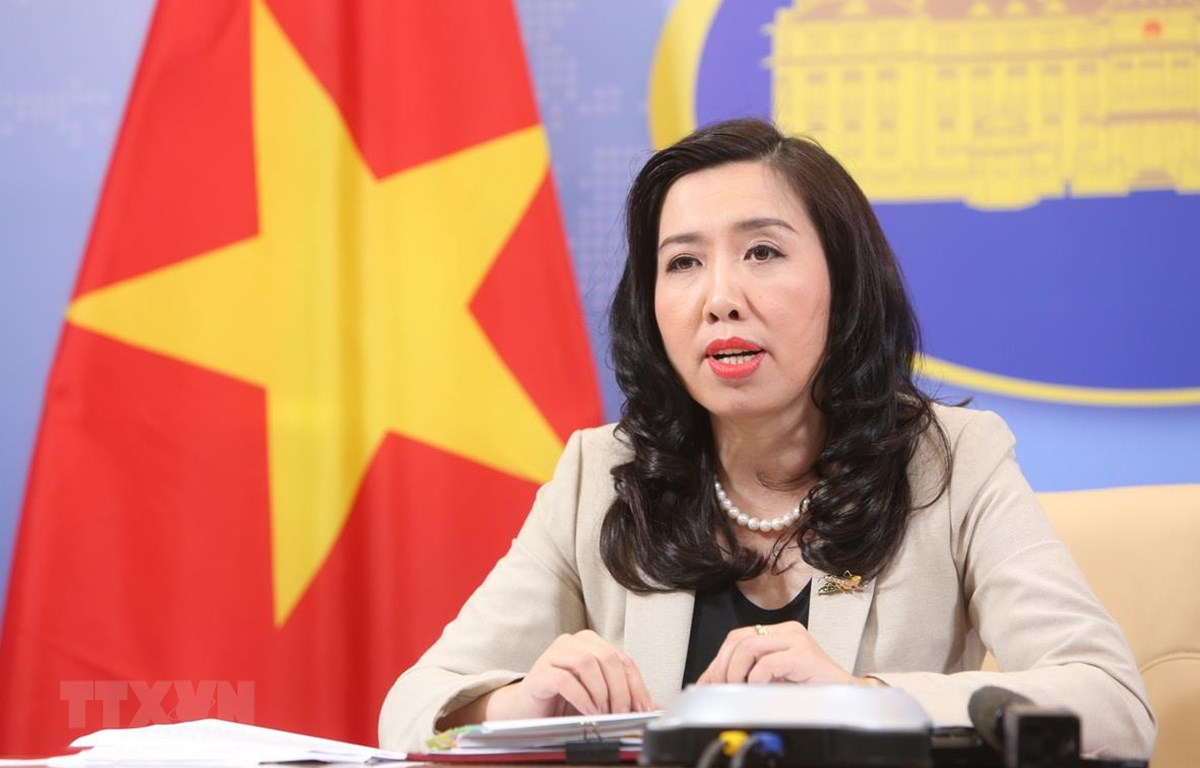 Người Phát ngôn Bộ Ngoại giao Việt Nam Lê Thị Thu Hằng chủ trì họp báo. (Ảnh: Dương Giang/TTXVN)