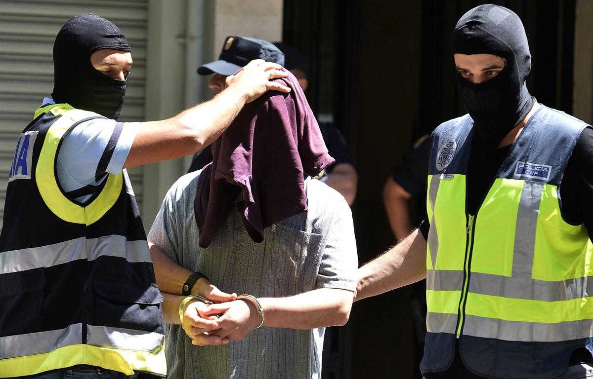 Cảnh sát Tây Ban Nha bắt giữ một đối tượng ủng hộ IS. (Nguồn: AFP)