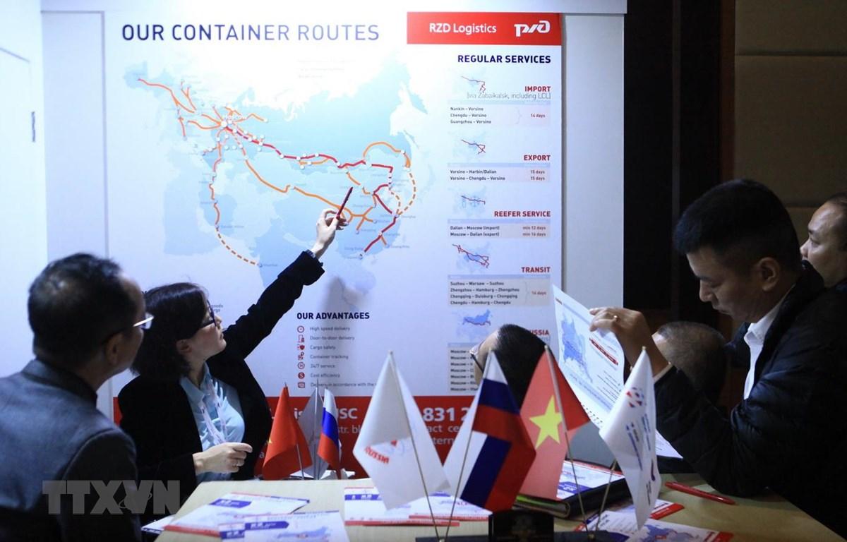 Đại diện đối tác Nga -Việt Nam thảo luận về phát triển tuyến vận tải đường sắt từ Nga tới ga Yên Viên. (Ảnh: Trần Hiếu/TTXVN)
