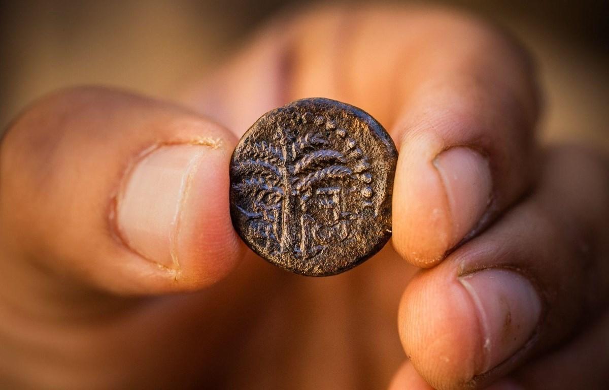 Đồng tiền cổ có niên đại 1.900 năm được phát hiện tại Jerusalem. (Nguồn: City of David Archive)