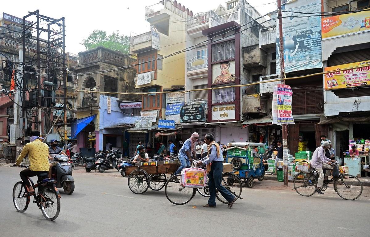 Một khu chợ ở Allahabad, Ấn Độ ngày 20/4/2020. (Ảnh: AFP/TTXVN)