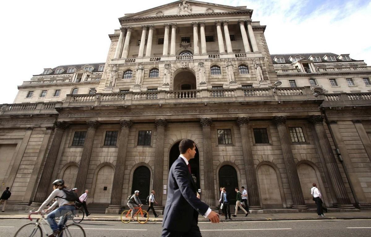 Quang cảnh bên ngoài trụ sở Ngân hàng Trung ương Anh ở London ngày 4/3/2020. (Ảnh: THX/TTXVN)