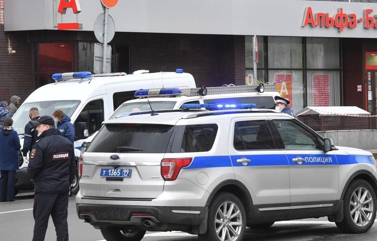 Cảnh sát phong tỏa chi nhánh ngân hàng Alfa Bank. (Nguồn: Sputnik)