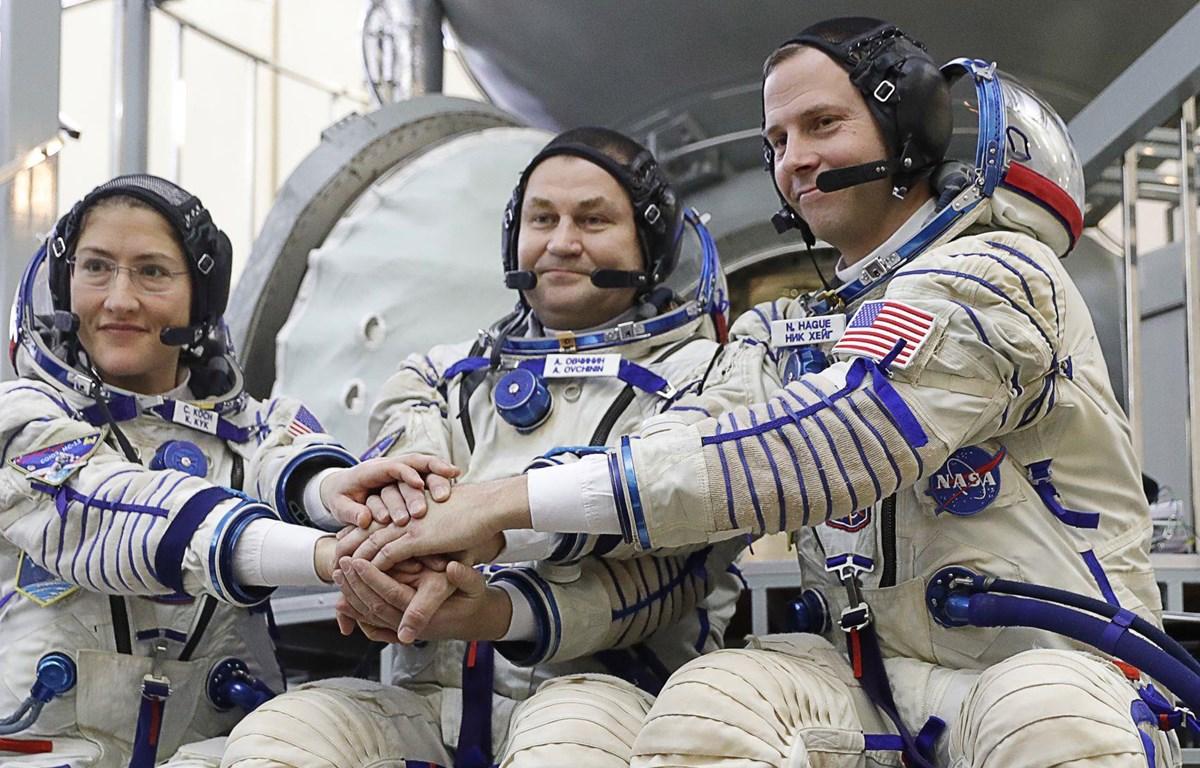 Các nhà du hành vũ trụ Nga và Mỹ chuẩn bị thực hiện nhiệm vụ trên Trạm Không gian Quốc tế (ISS). (Nguồn: TASS)