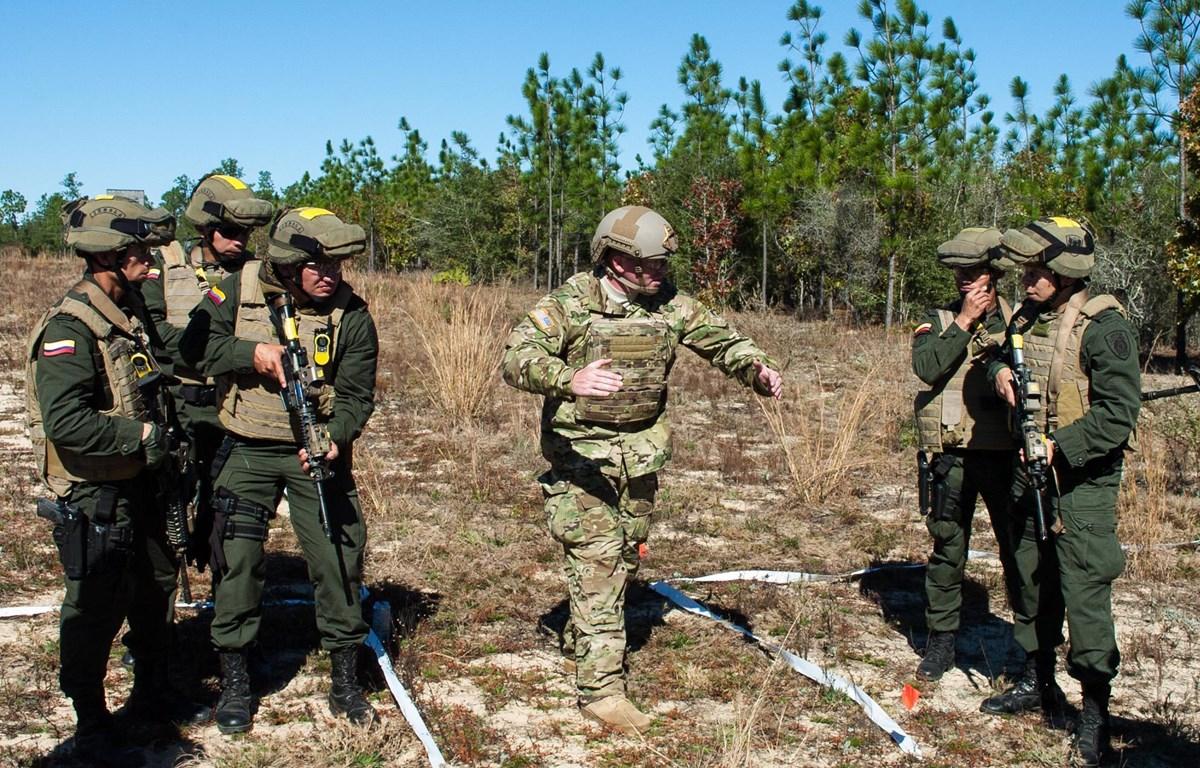 Đặc nhiệm Mỹ hướng dẫn lực lượng đặc nhiệm Colombia. (Nguồn: defense.gov)