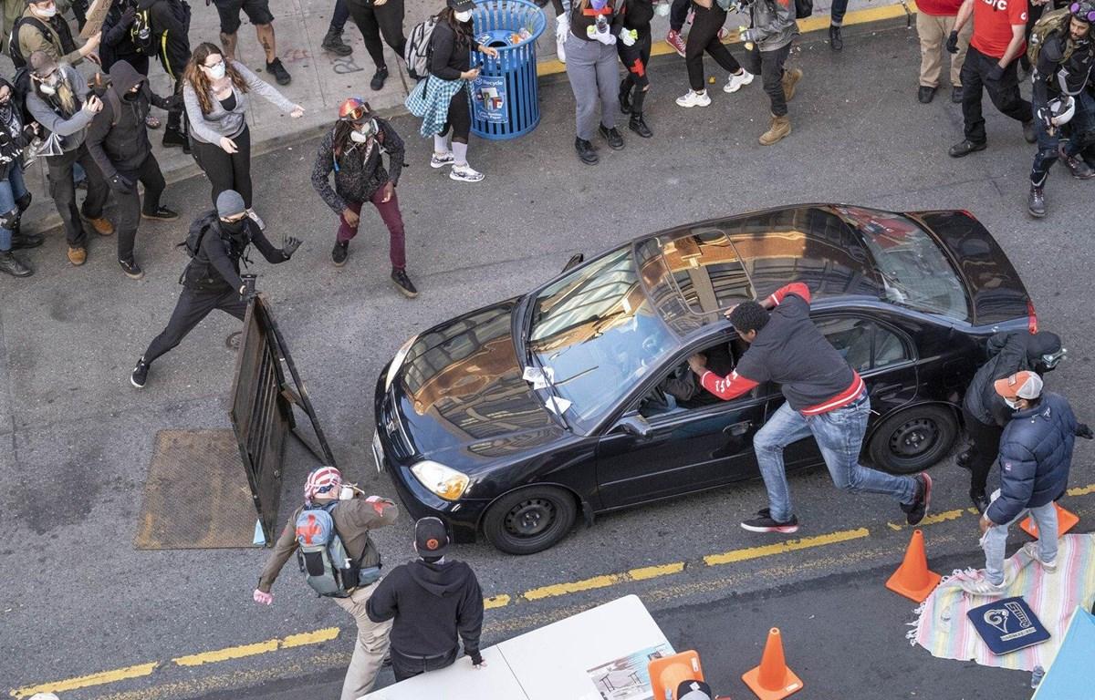 Đối tượng lái xe đâm vào đám đông người biểu tình. (Nguồn: The Seattle Times)