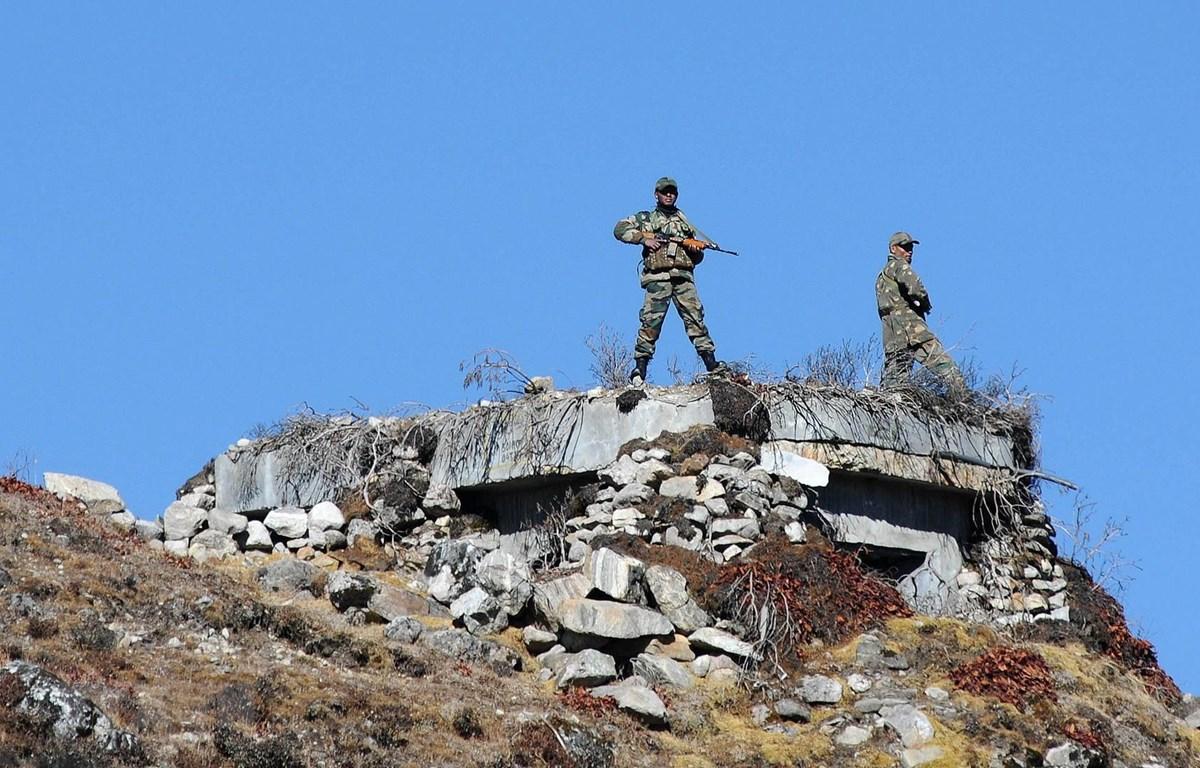 Binh sỹ Ấn Độ tuần tra tại khu vực biên giới với Trung Quốc ở bang Arunachal Pradesh (Ấn Độ). (Ảnh: AFP/TTXVN)