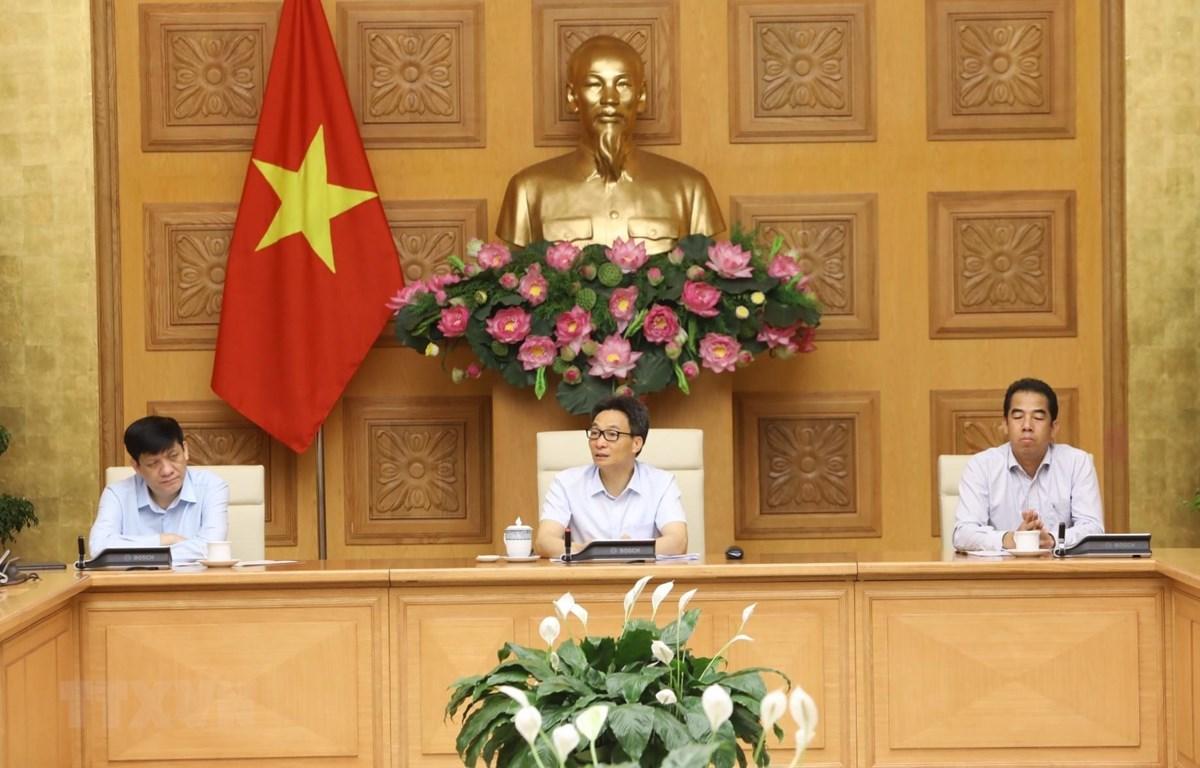 Phó Thủ tướng Vũ Đức Đam chủ trì cuộc họp. (Ảnh: Văn Điệp/TTXVN)