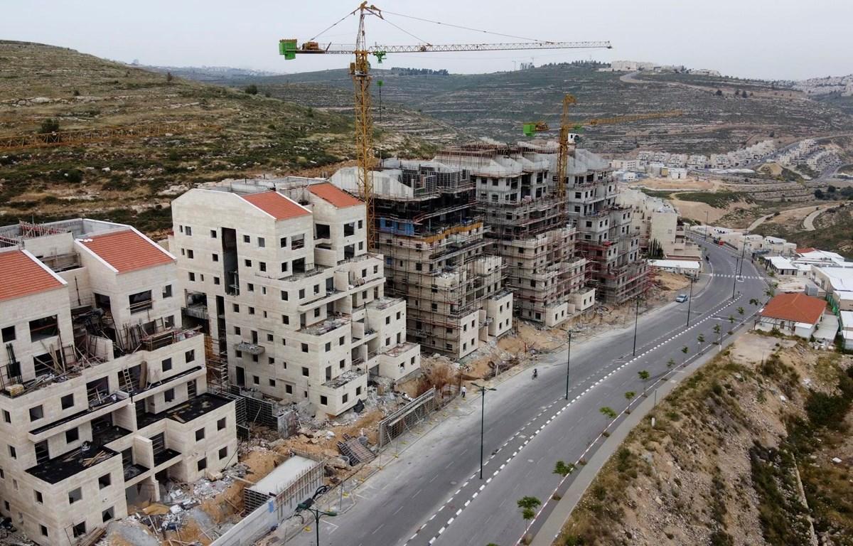 Khu định cư Givat Zeev của Israel ở gần thành phố Ramallah, Bờ Tây ngày 13/5/2020. (Ảnh: AFP/TTXVN)