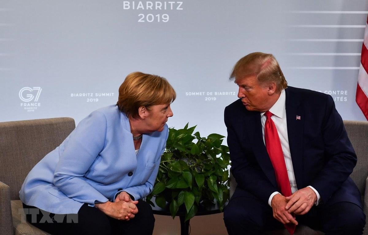Thủ tướng Đức Angela Merkel trong cuộc gặp Tổng thống Mỹ Donald Trump bên lề Hội nghị thượng đỉnh Nhóm các nước công nghiệp phát triển hàng đầu thế giới (G7) tại Biarritz, Tây Nam Pháp ngày 26/8/2019. (Ảnh: AFP/TTXVN)