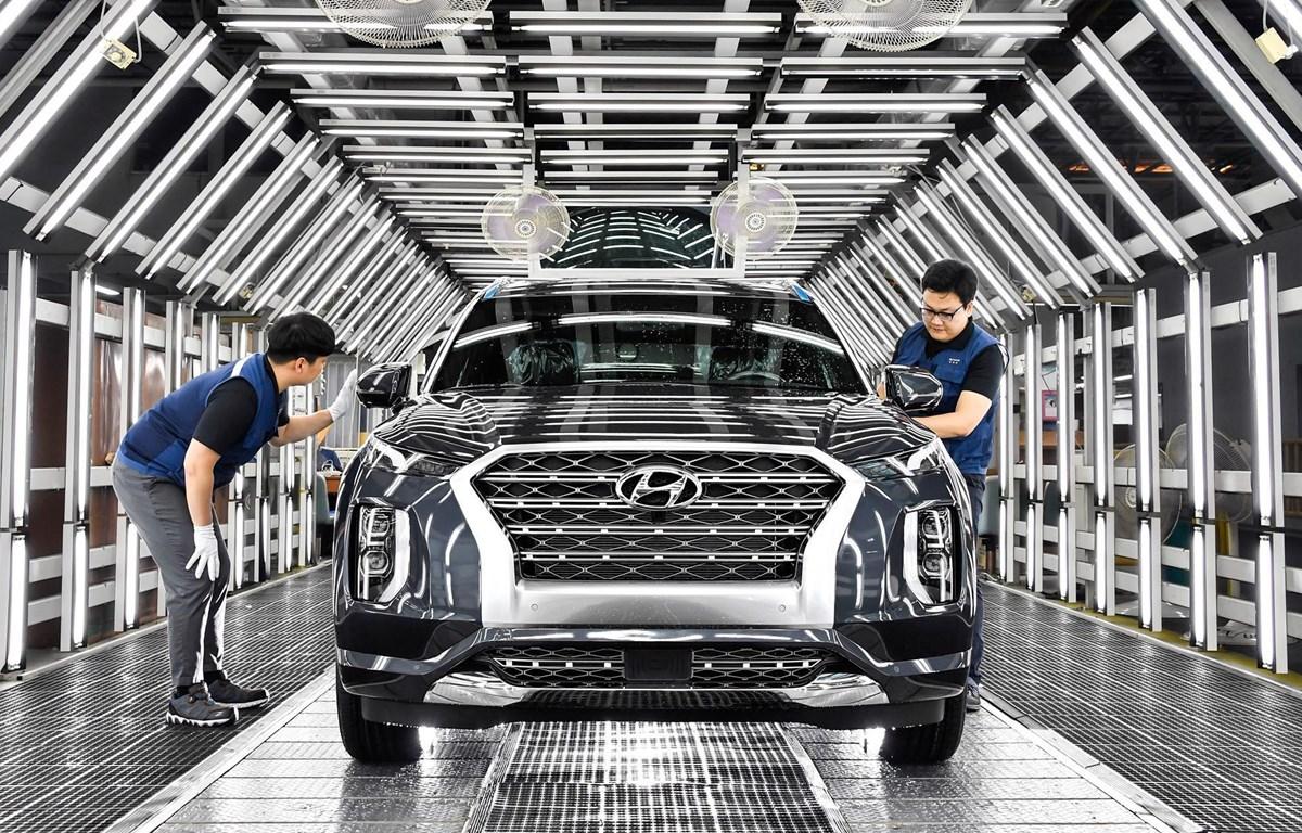 Nhân viên kiểm tra xe trước khi xuất xưởng tại nhà máy của Hyundai ở Ulsan, Hàn Quốc. (Nguồn: automotivemanufacturingsolutions.com)