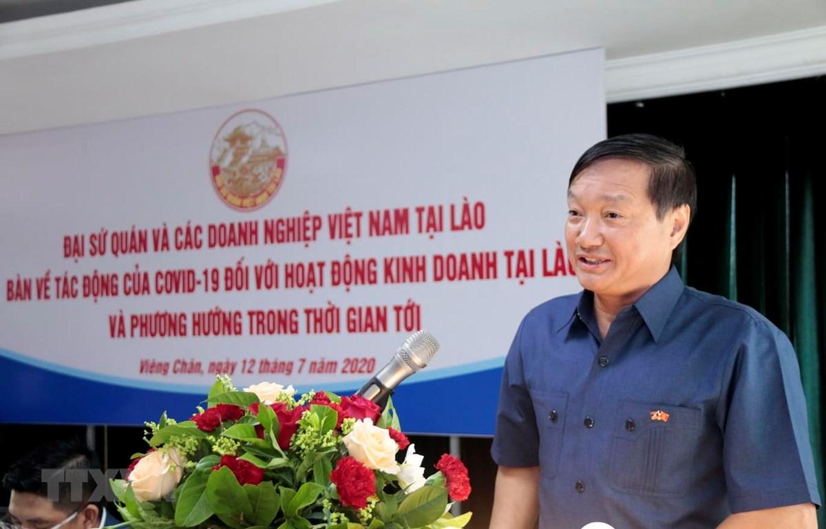 Đại sứ Việt Nam tại Lào Nguyễn Bá Hùng phát biểu tại cuộc Tọa đàm. (Ảnh: Phạm Kiên/TTXVN)
