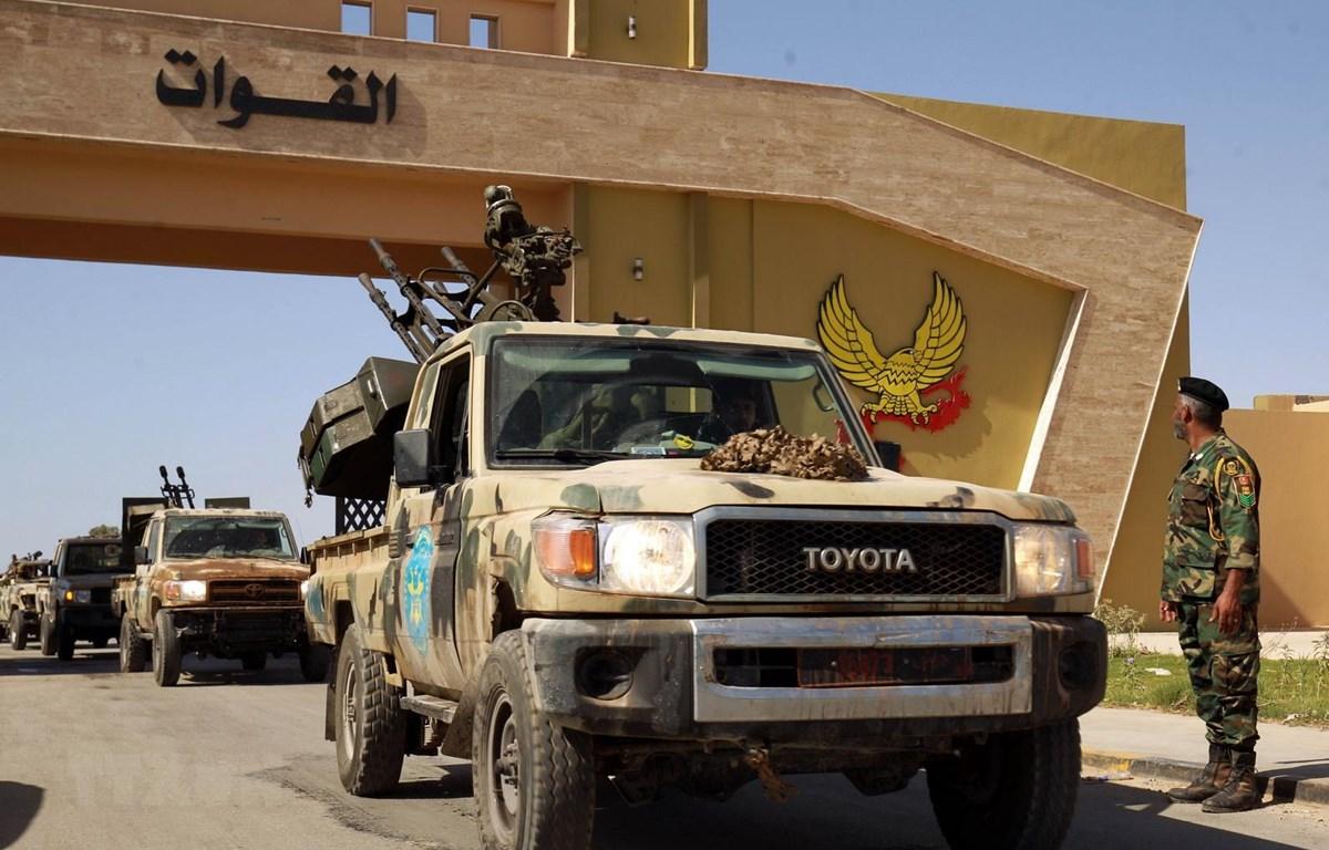 Lực lượng tự xưng Quân đội Quốc gia Libya (LNA) được triển khai tới thành phố Benghazi, Libya, ngày 18/6/2020. (Ảnh: AFP/TTXVN)