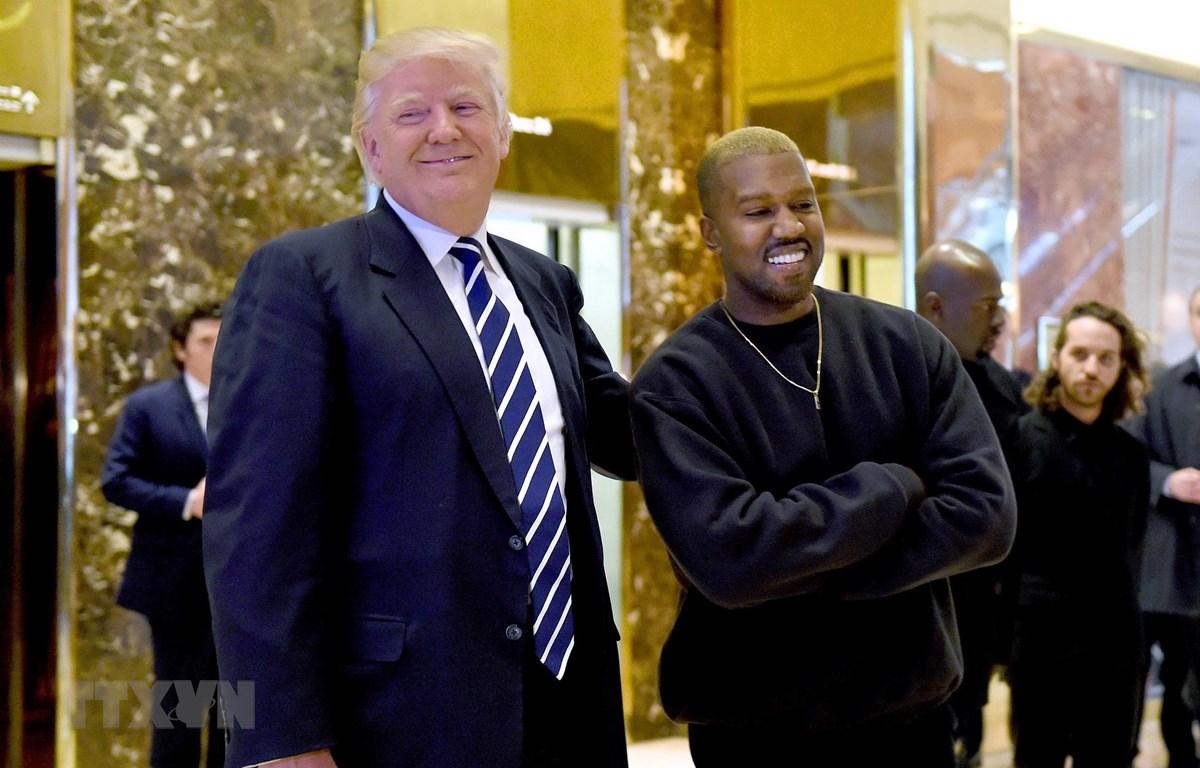 Tổng thống Mỹ Donald Trump (trái) và rapper Kanye West trong cuộc gặp tại New York, Mỹ, ngày 13/12/2016. (Ảnh: AFP/TTXVN)