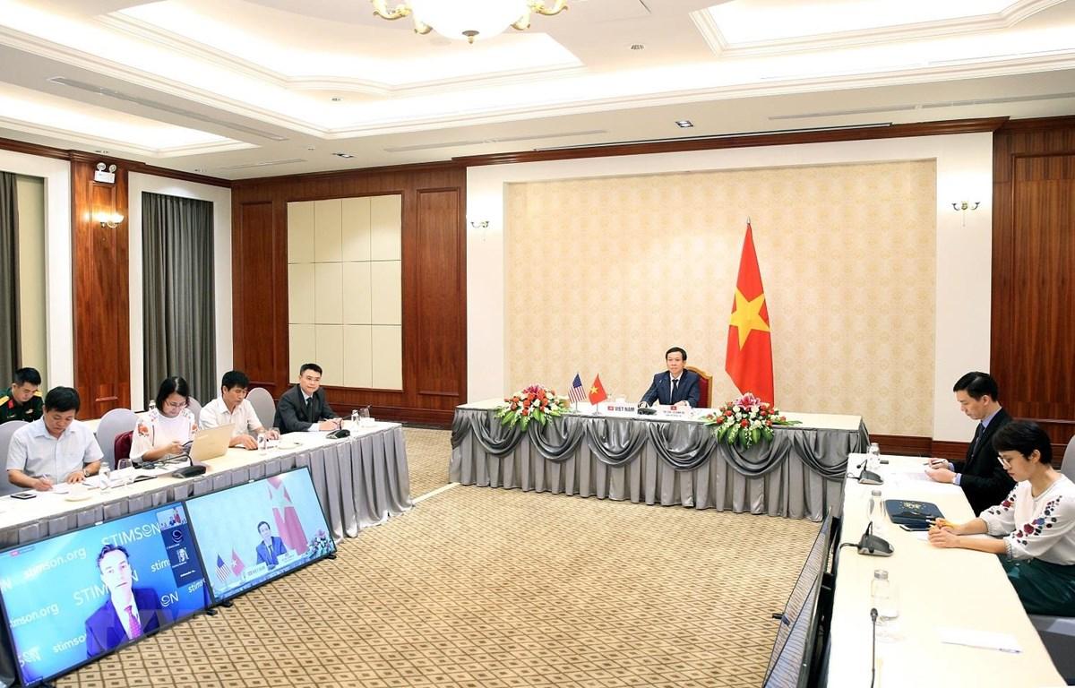 Đại tá Lê Đình Vũ Chánh Văn phòng Ban Chỉ đạo 701 phát biểu tham luận tại Hội thảo trực tuyến. (Ảnh: Dương Giang/TTXVN)
