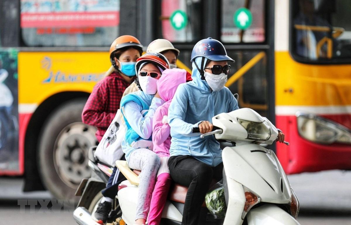 Chỉ số tia UV ở Hà Nội và Đà Nẵng có giá trị từ 8-10 với mức ảnh hưởng nguy cơ gây hại cao đến rất cao đối với cơ thể con người. (Ảnh minh họa: Thành Đạt/TTXVN)