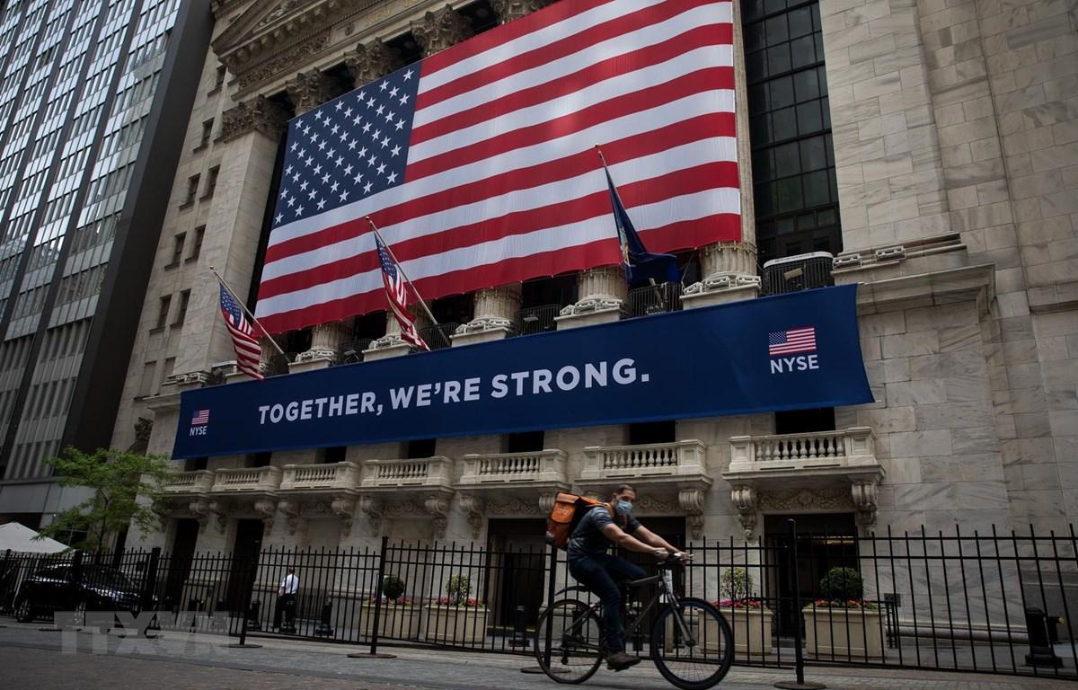 Quang cảnh bên ngoài Sàn giao dịch chứng khoán New York, Mỹ. (Ảnh: THX/TTXVN)