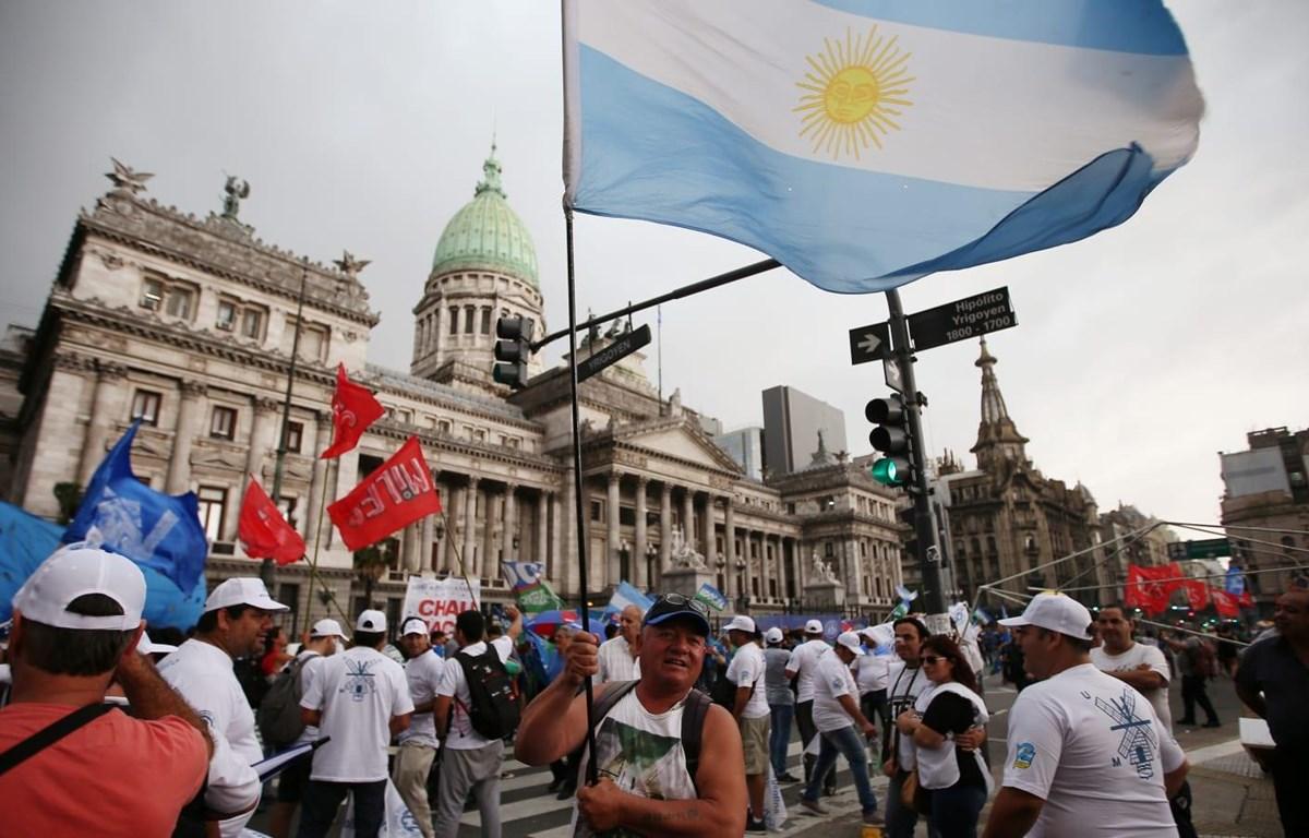 Argentina đang đối diện tình trạng bế tắc với các trái chủ về khoản nợ 66 tỷ USD. (Nguồn: CNBC)