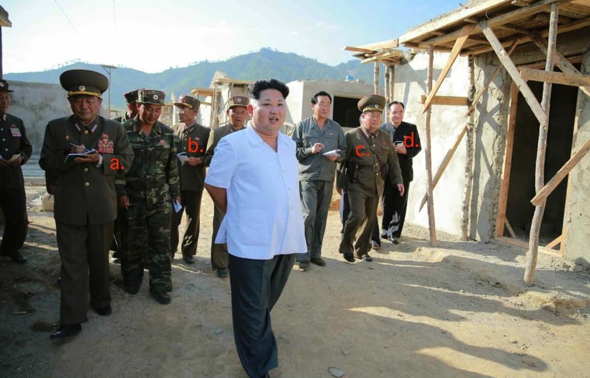 Nhà lãnh đạo Triều Tiên Kim Jong-un đi thị sát công tác khôi phục sau lũ lụt tại Ra'son năm 2015. (Nguồn: Rodong Sinmun)