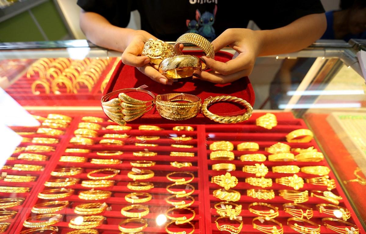 Vàng trang sức được bày bán tại một tiệm kim hoàn ở Yangon, Myanmar, ngày 9/8/2020. (Ảnh: THX/TTXVN)