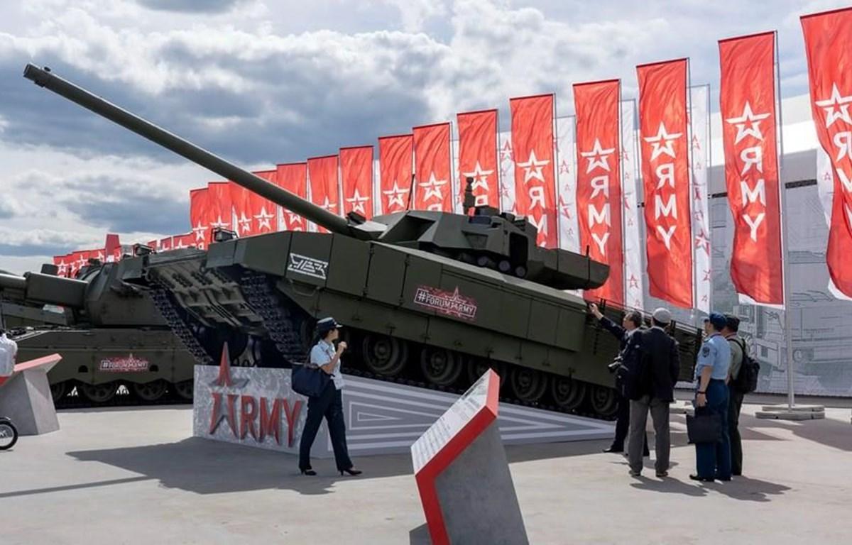 Các vũ khí tiên tiến của quân đội Nga, trong đó có xe tăng T-14 Armata luôn là tâm điểm quan tâm của các chuyên gia quân sự quốc tế. (Ảnh: Hồng Quân/Vietnam+)