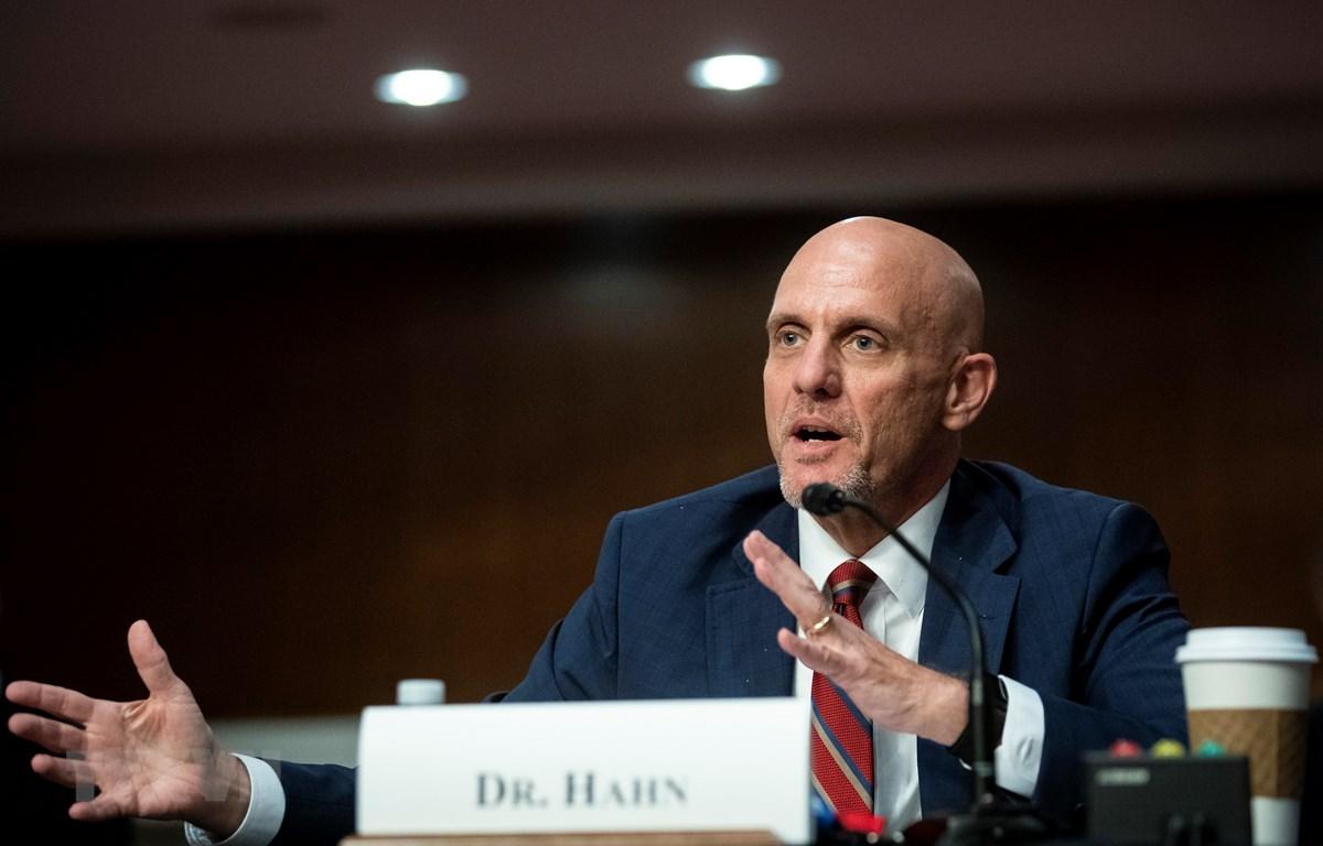 Giám đốc FDA Stephen Hahn phát biểu tại phiên điều trần ở Washington, DC ngày 30/6/2020. (Ảnh: AFP/TTXVN)