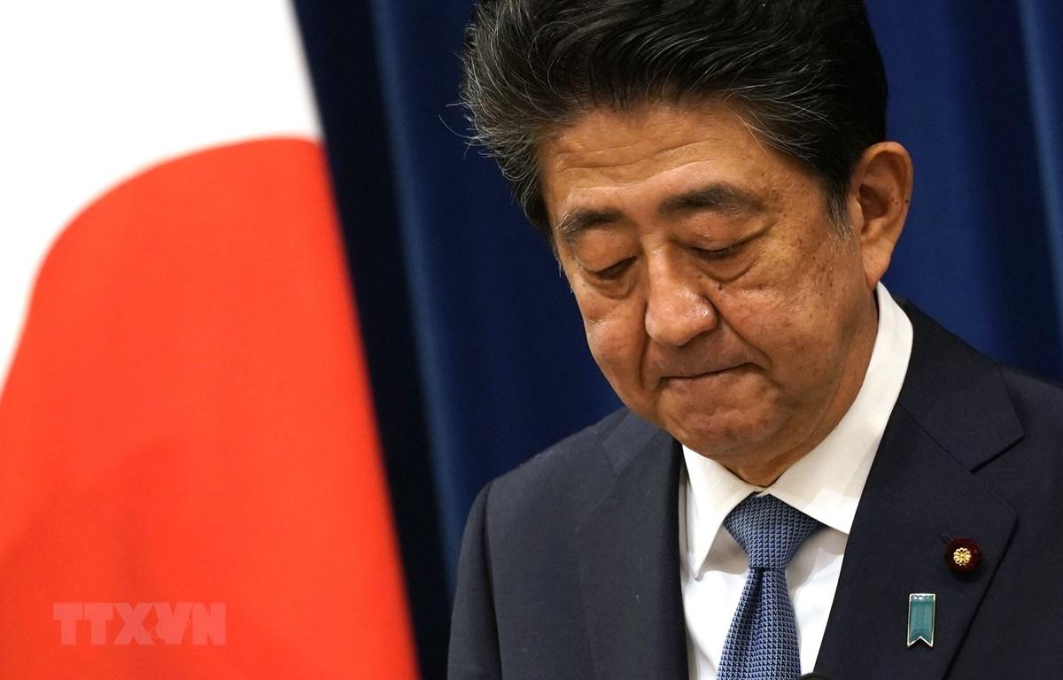 Thủ tướng Nhật Bản Shinzo Abe thông báo quyết định từ chức trong cuộc họp báo ở Tokyo ngày 28/8/2020. (Ảnh: AFP/TTXVN)