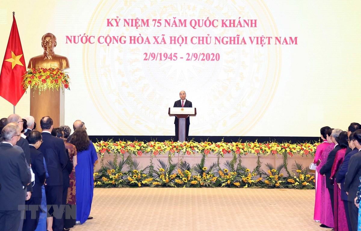 Thủ tướng Nguyễn Xuân Phúc phát biểu tại tiệc chiêu đãi nhân kỷ niệm 75 năm Quốc khánh. (Ảnh: Thống Nhất/TTXVN)