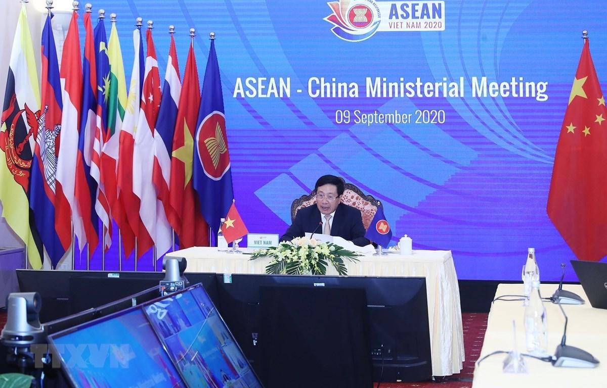 Phó Thủ tướng, Bộ trưởng Bộ Ngoại giao Phạm Bình Minh phát biểu tại Hội nghị Bộ trưởng Ngoại giao ASEAN-Trung Quốc. (Ảnh: Lâm Khánh/TTXVN)