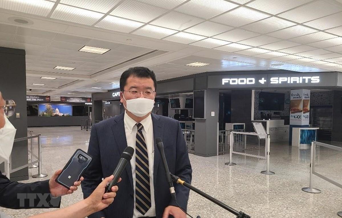 Thứ trưởng Ngoại giao Hàn Quốc Choi Jong-kun phát biểu với báo giới trước chuyến thăm Mỹ tại sân bay Incheon, phía tây thủ đô Seoul, Hàn Quốc, ngày 9/9/2020. (Ảnh: Yonhap/TTXVN)