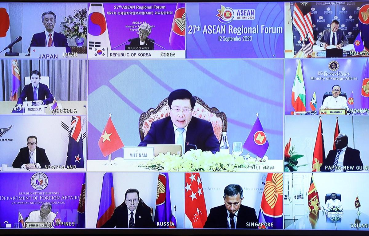Phó Thủ tướng, Bộ trưởng Ngoại giao Phạm Bình Minh phát biểu tại Diễn đàn Khu vực ASEAN lần thứ 27. (Ảnh: Lâm Khánh/TTXVN)