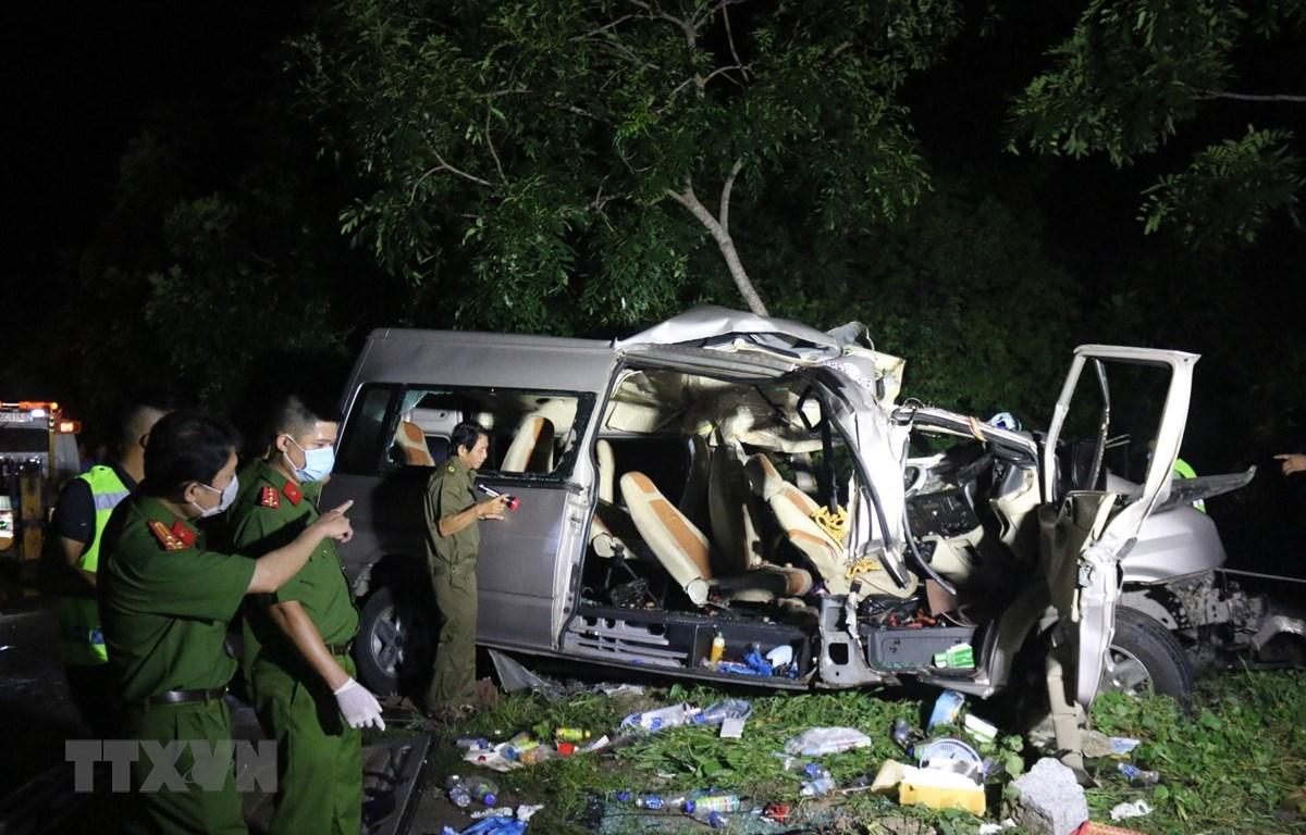 Hiện trường vụ tai nạn giao thông đặc biệt nghiêm trọng tại Bình Thuận. (Ảnh: Nguyễn Thanh/TTXVN)