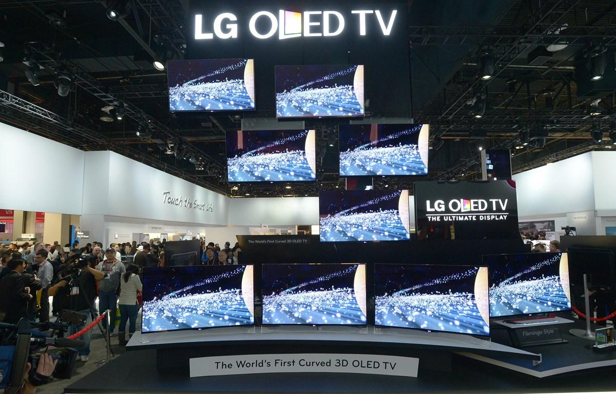 Tivi OLED của LG được trưng bày tại một triển lãm ở Las Vegas, bang Nevada (Mỹ). (Ảnh: AFP/TTXVN)