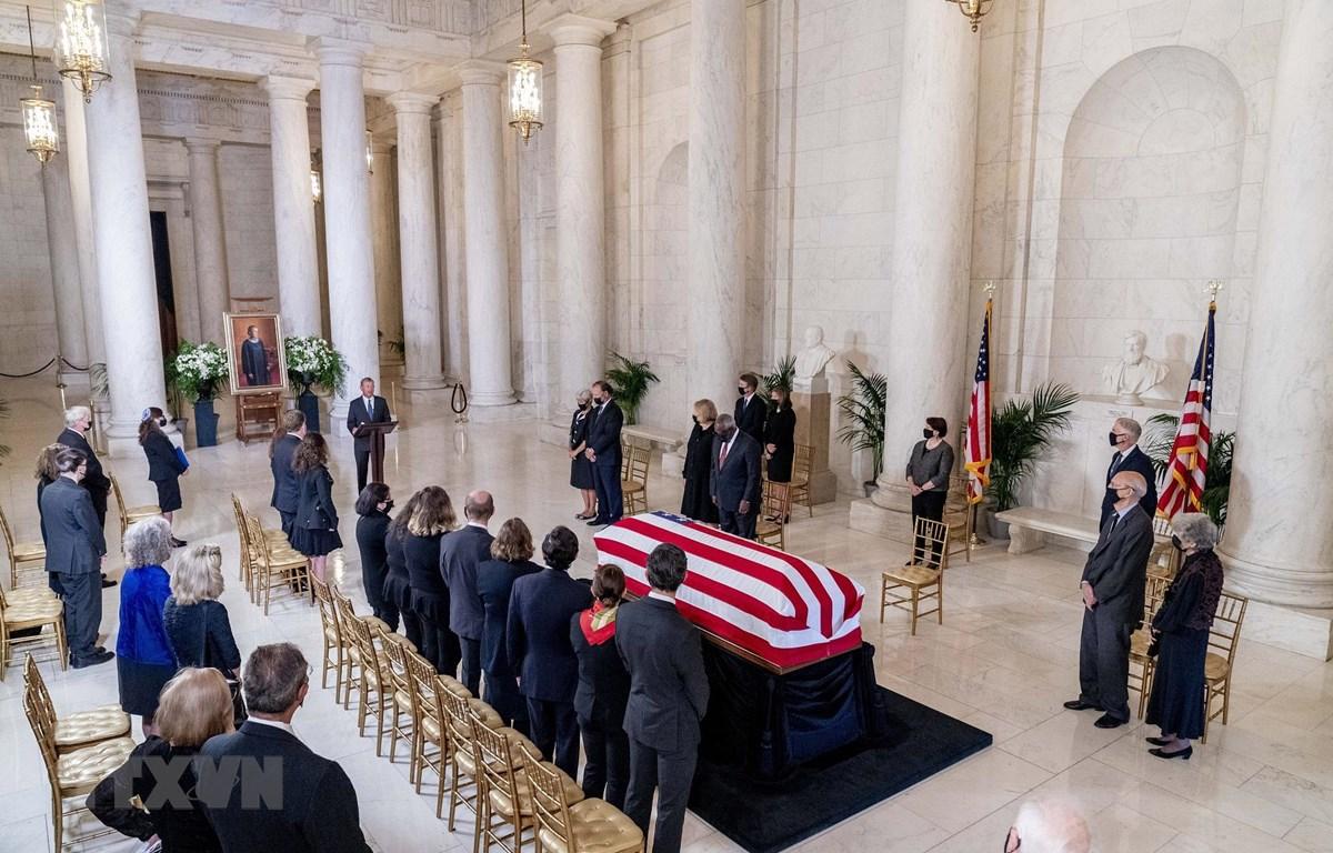 Tang lễ nữ thẩm phán Tòa án Tối cao Ruth Bader Ginsburg được cử hành tại trụ sở Tòa án Tối cao ở Washington DC., ngày 23/9/2020. (Ảnh: AFP/TTXVN)