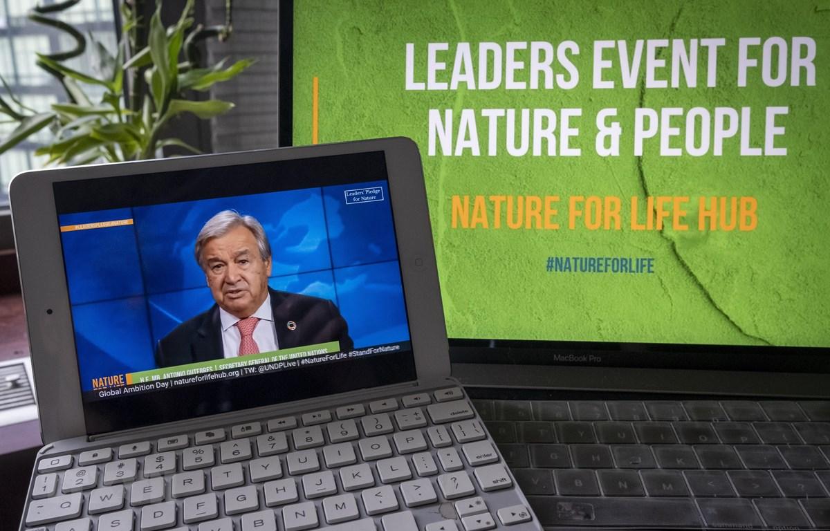 Tổng thư ký Liên hợp quốc Antonio Guterres phát biểu tại sự kiện trực tuyến với chủ đề Cam kết của các nhà lãnh đạo đối với thiên nhiên. (Ảnh: Hữu Thanh/TTXVN)