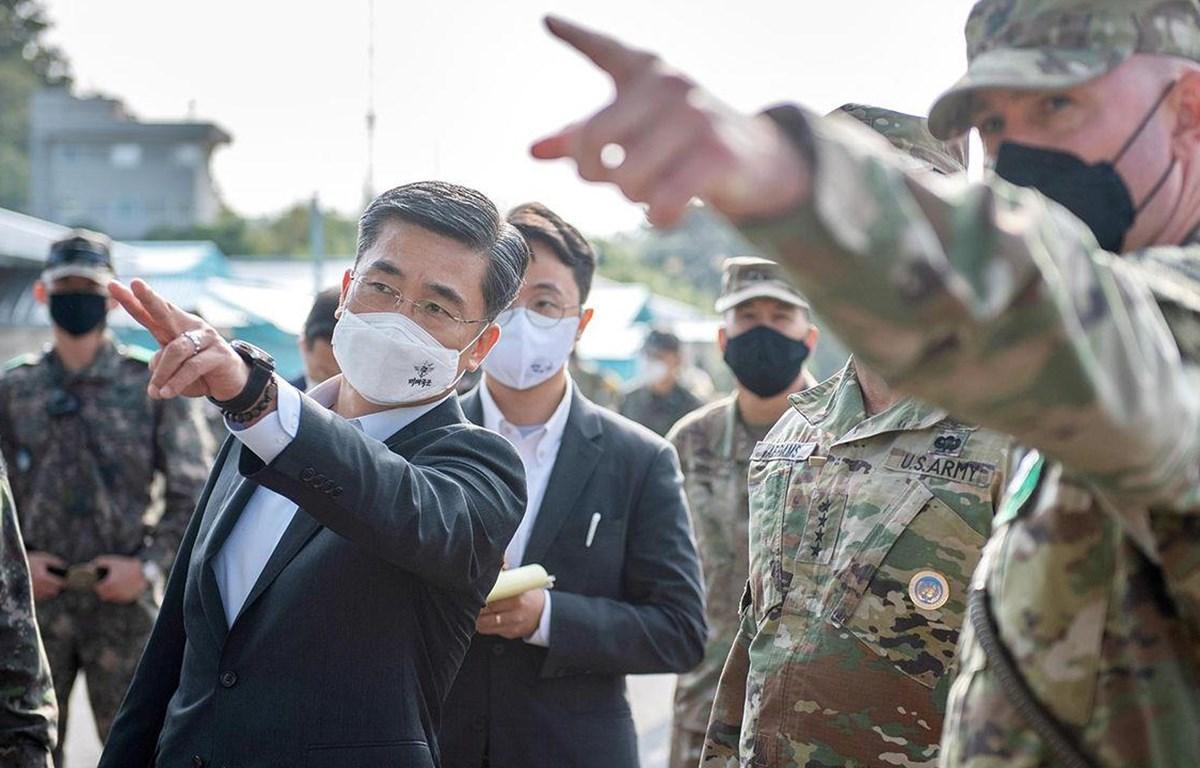 Bộ trưởng Quốc phòng Suh Wook đến thăm làng đình chiến Panmunjom. (Nguồn: AFP)