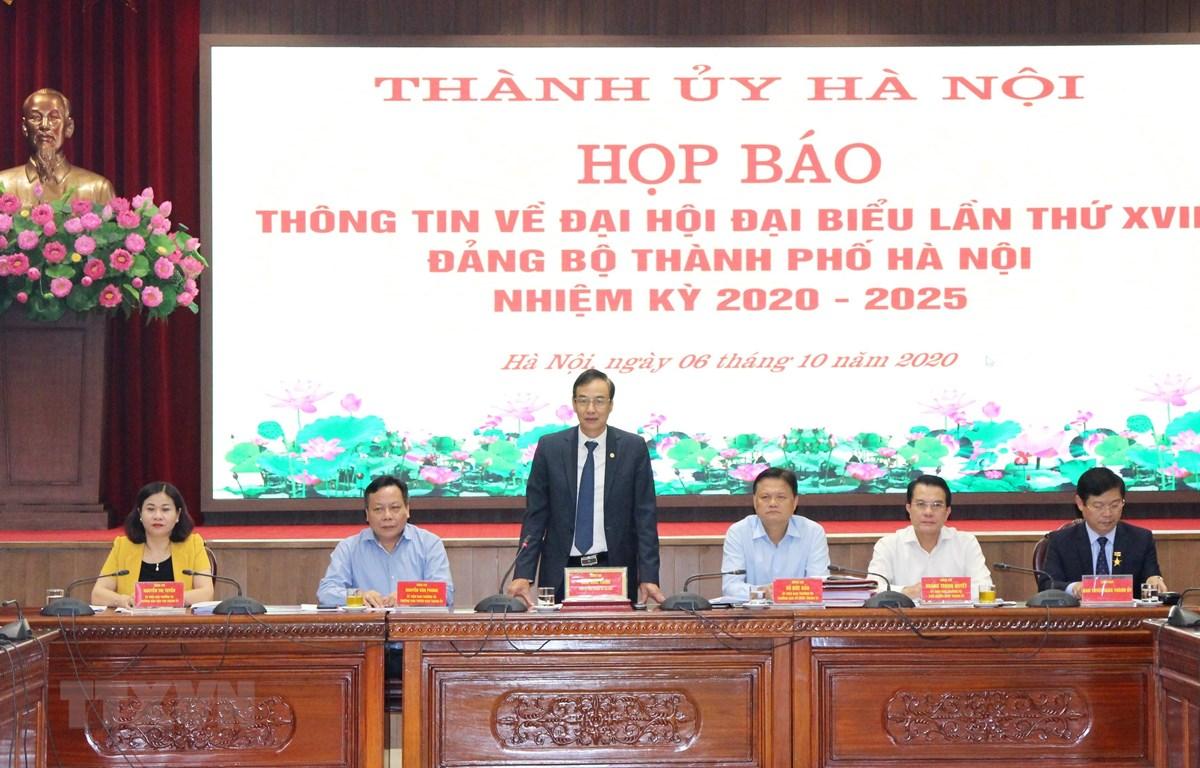 Phó Bí thư Thành ủy Hà Nội Đào Đức Toàn chủ trì buổi họp báo. (Ảnh: Văn Điệp/TTXVN)
