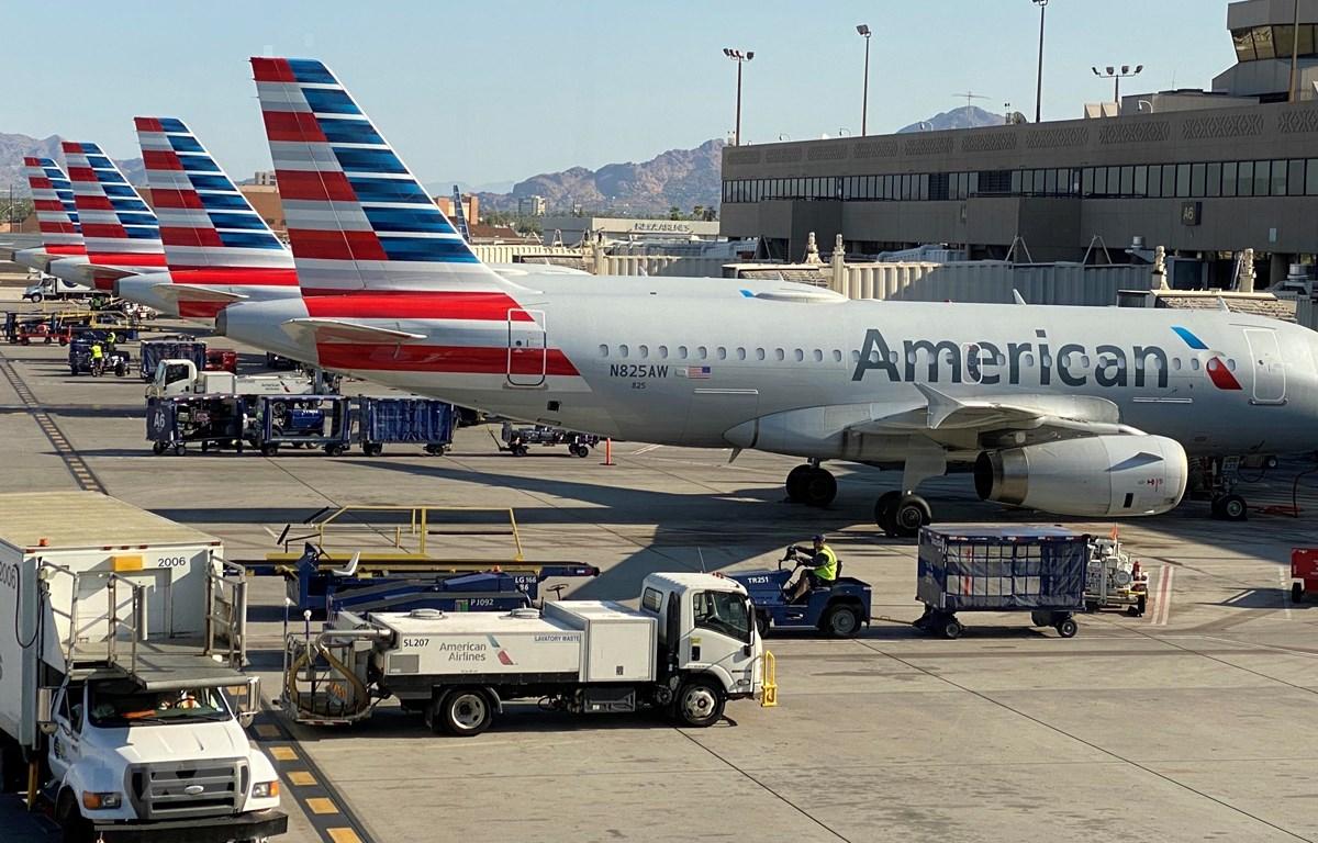 Máy bay của hãng hàng không American Airlines đỗ tại sân bay quốc tế Phoenix, Mỹ ngày 30/8/2020. (Ảnh: AFP/TTXVN)