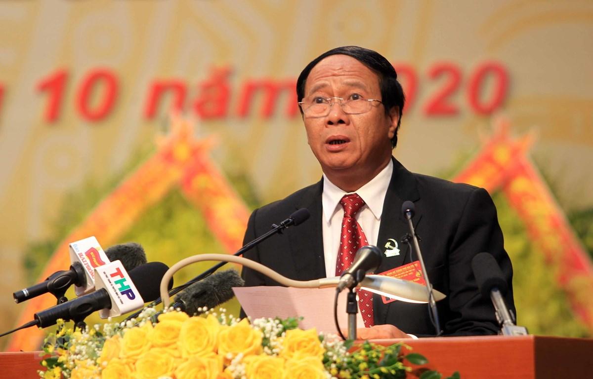 Ông Lê Văn Thành, Ủy viên Trung ương Đảng, Bí thư Thành ủy, Chủ tịch Hội đồng nhân dân thành phố đọc Báo cáo Chính trị tại Đại hội. (Ảnh: An Đăng/TTXVN)
