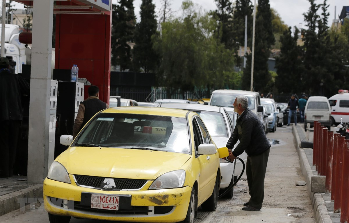 Một trạm bơm xăng ở Damascus, Syria. (Ảnh:AFP/TTXVN)