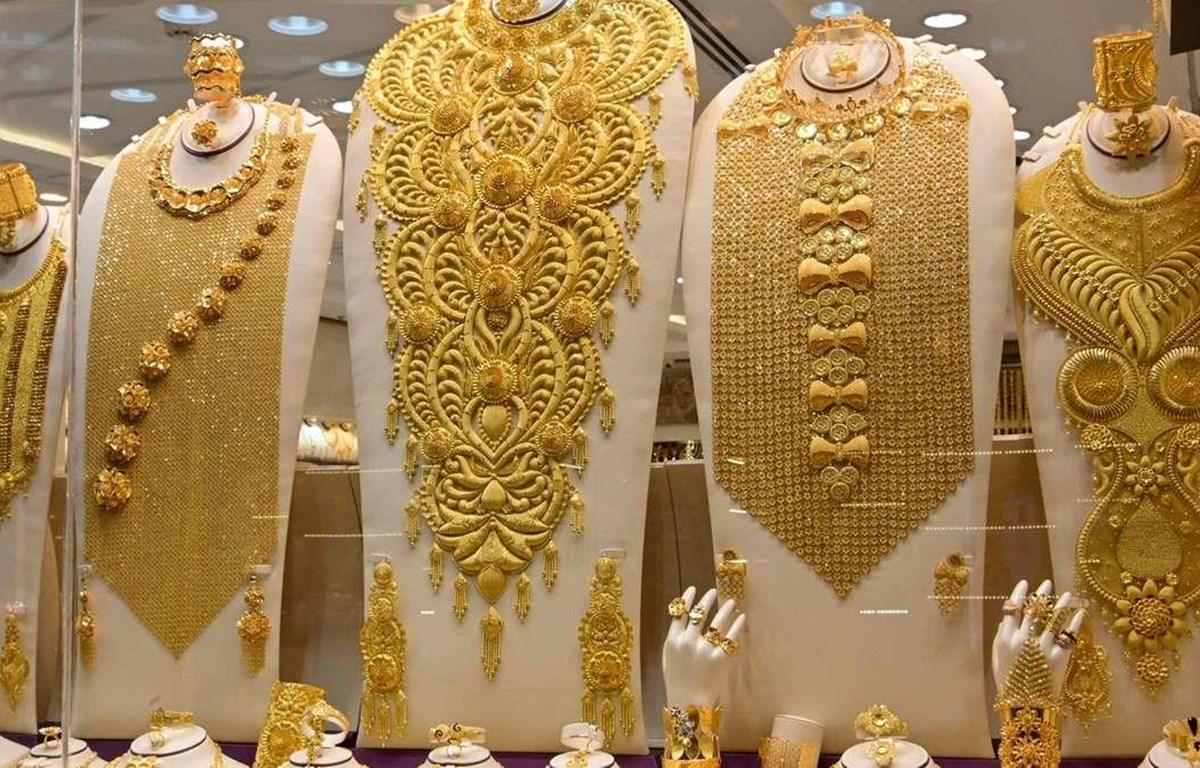 Một cửa hàng bán đồ trang sức tại Mumbai, Ấn Độ. (Nguồn: AFP)